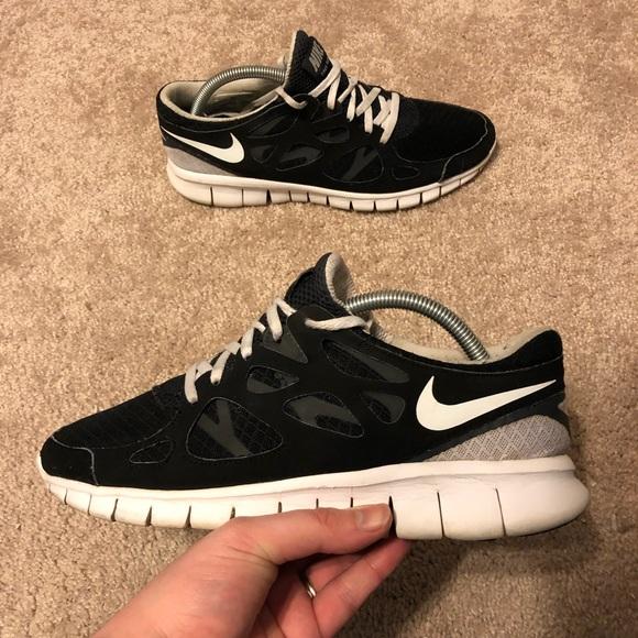 7e09f21c87dc Nike Free Run 2 Black White Shoes Women s Size 9.5.  M 5c422a0f8158b57557562ab1
